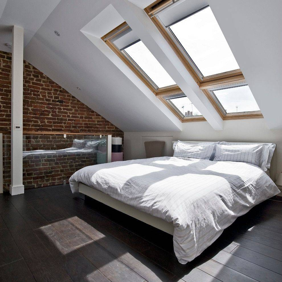 Шторы на мансардные окна: треугольные занавески в мансарде со скосом, оформление помещения с косыми стенами и неровным потолком