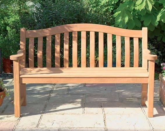 Садовая скамейка – полезное украшение дачного участка ·