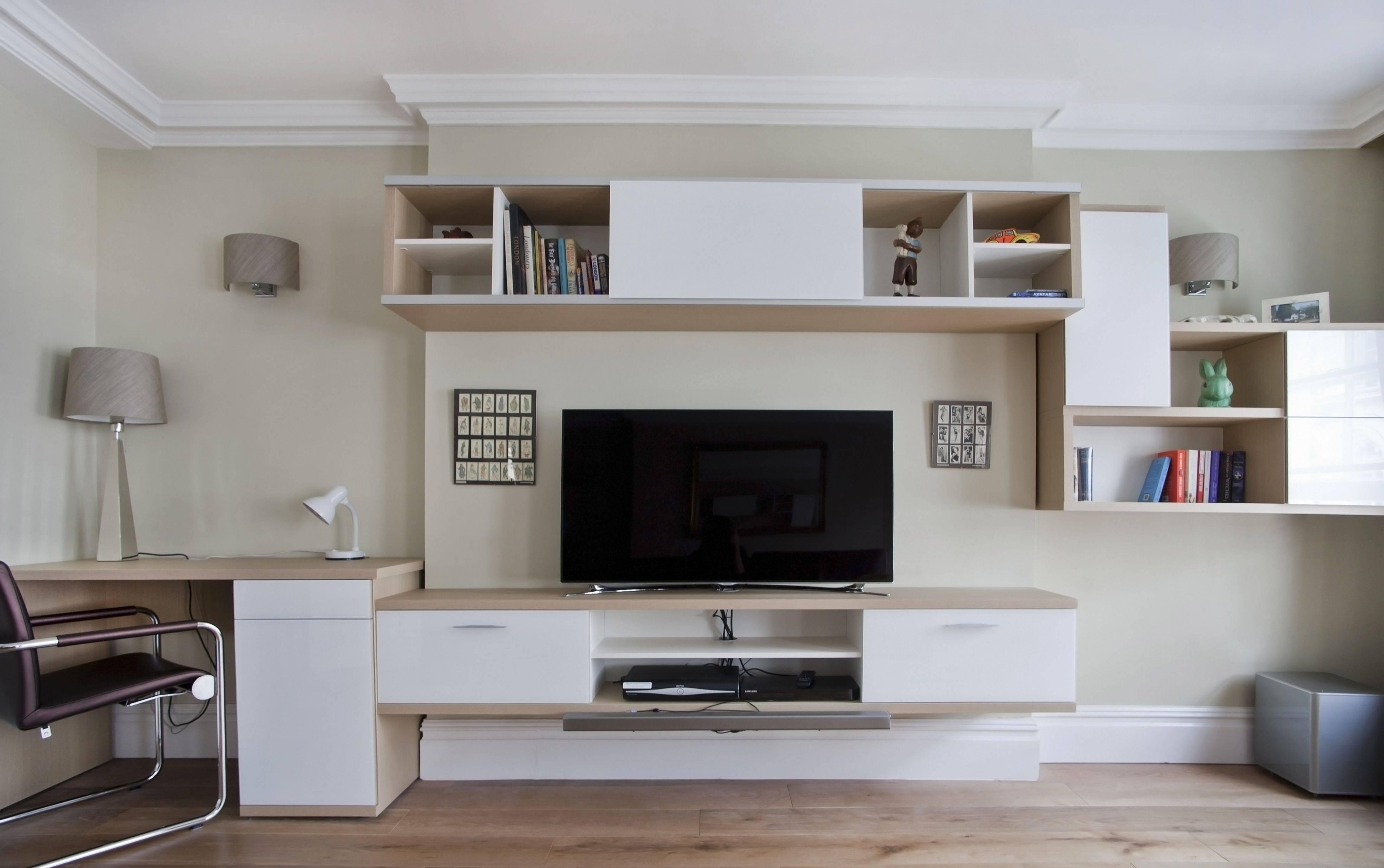 Стол в гостиную (86 фото): маленький кофейный столик, письменный стол и другие варианты для зала, стеклянные, деревянные и иные модели