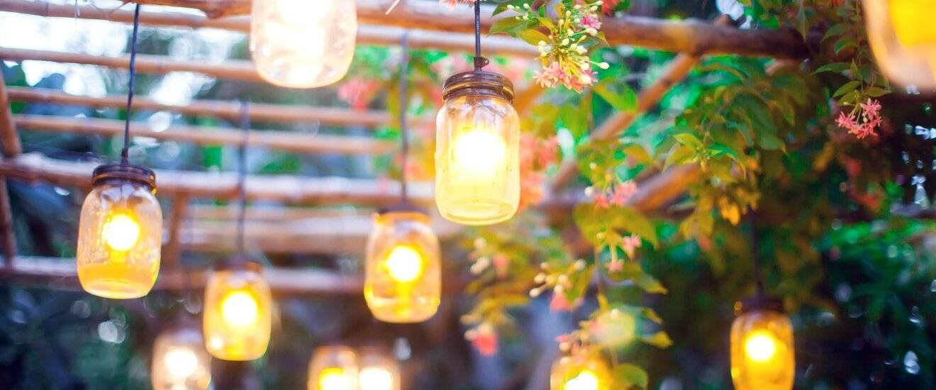 Уличное дачное освещение своими руками: 10 элементарных идей для садовых светильников