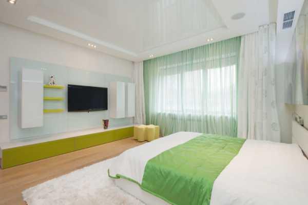 Дизайн натяжного потолка в спальне