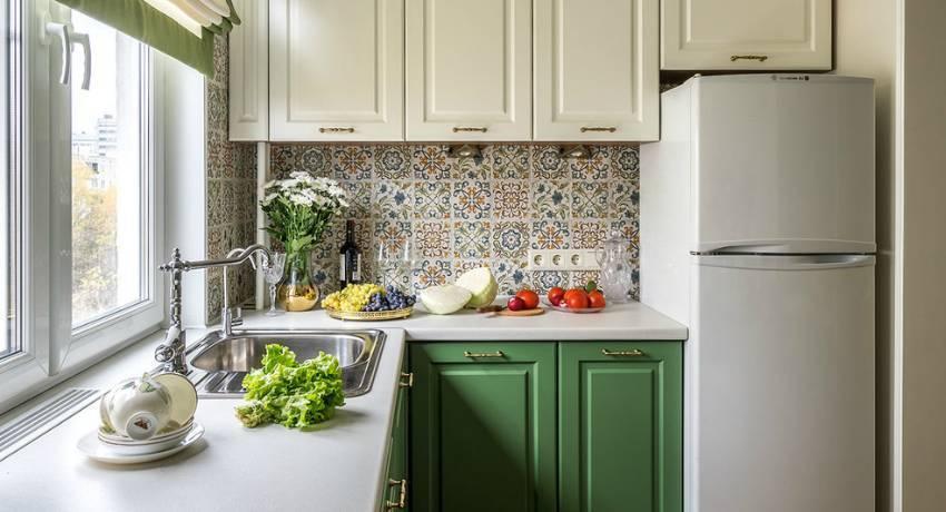 Дизайн кухни в деревянном доме с вариантами стилистических решений