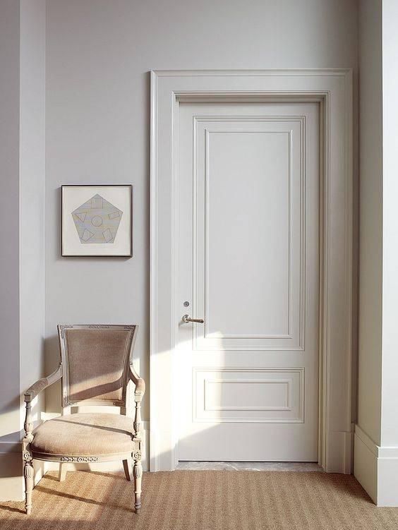 Белые двери в интерьере квартиры - особенности и фото вариантов