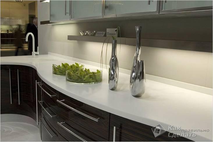 Неважных мелочей не бывает: плинтус для кухонной столешницы