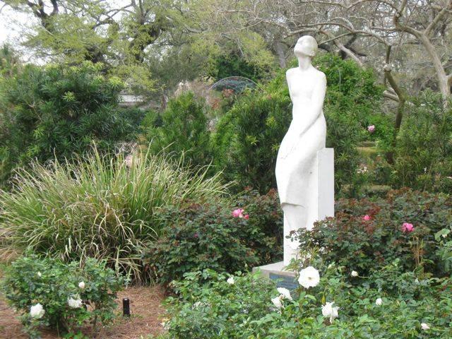 Садовые скульптуры - особый прием декорирования сада
