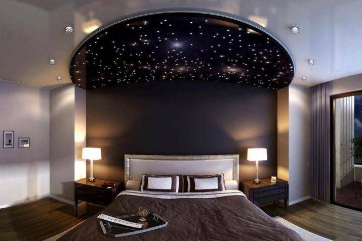 Натяжной потолок в спальне (82 фото): дизайн красивых вариантов с рисунком и освещением - галерея, виды одноуровневых конструкций