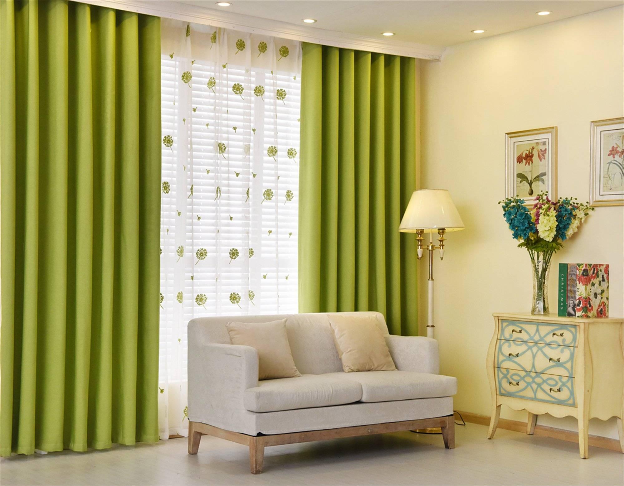 Зеленые шторы в современном интерьере