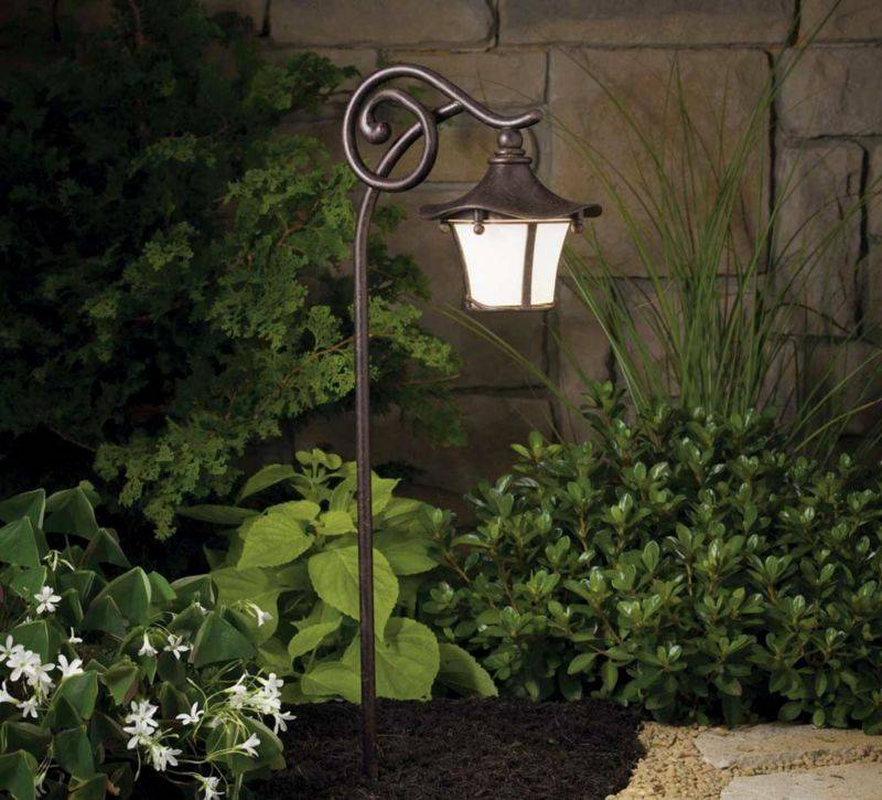 Уличное освещение для загородного дома: интересные комбинации и выбор фонарей для дачи