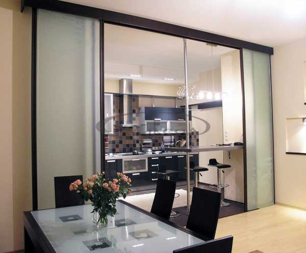 Раздвижные двери между кухней и гостиной для разделения и красоты, 26 фото