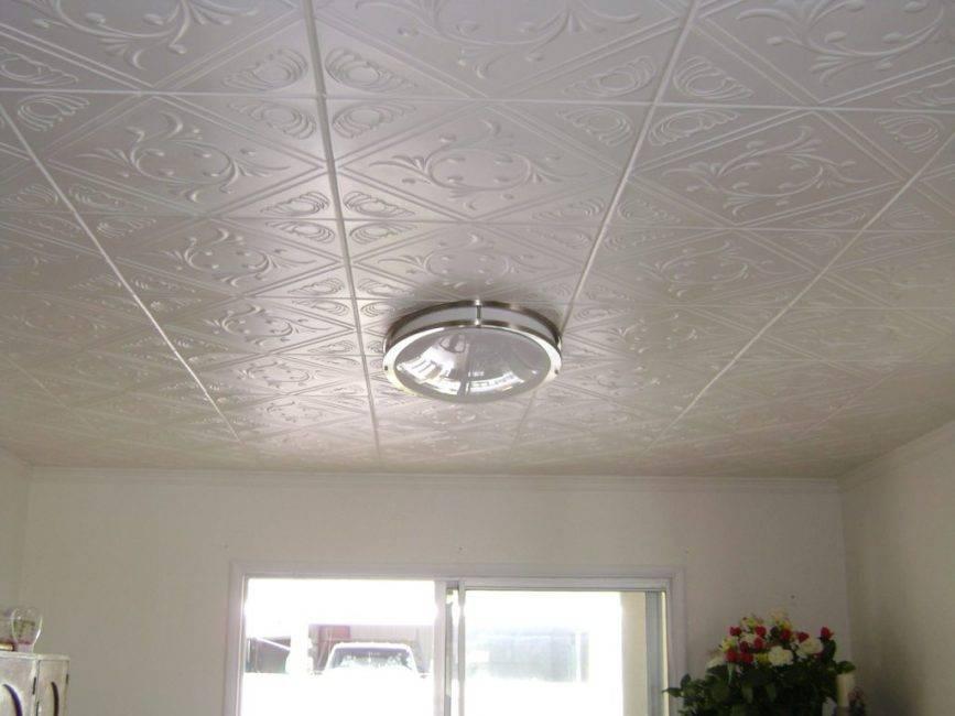 Делаем потолок в ванной из пластиковых панелей (10 фото)