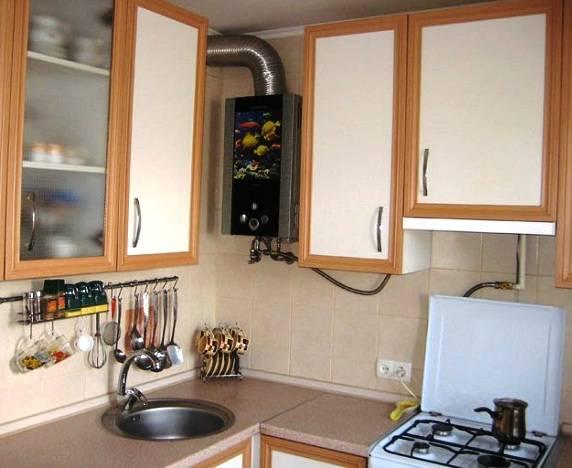 Интерьер кухни в хрущевке с газовой колонкой: основы