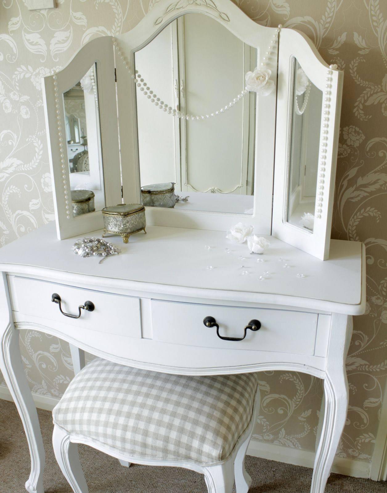 Трельяж (60 фото): что это такое, туалетный столик с тремя зеркальными дверками, в чем его отличие от настенного трюмо