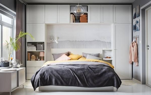 Дизайн окна в спальне — примеры идеального оформления и сочетания с элементами интерьера спальни (100 фото)