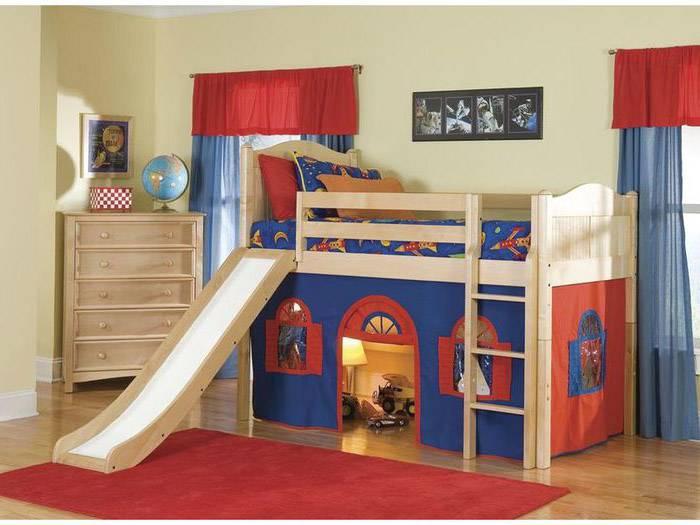 Кровать-чердак (116 фото): с рабочей и игровой зоной внизу, двухъярусная со столом, низкая с горкой, размеры и отзывы родителей