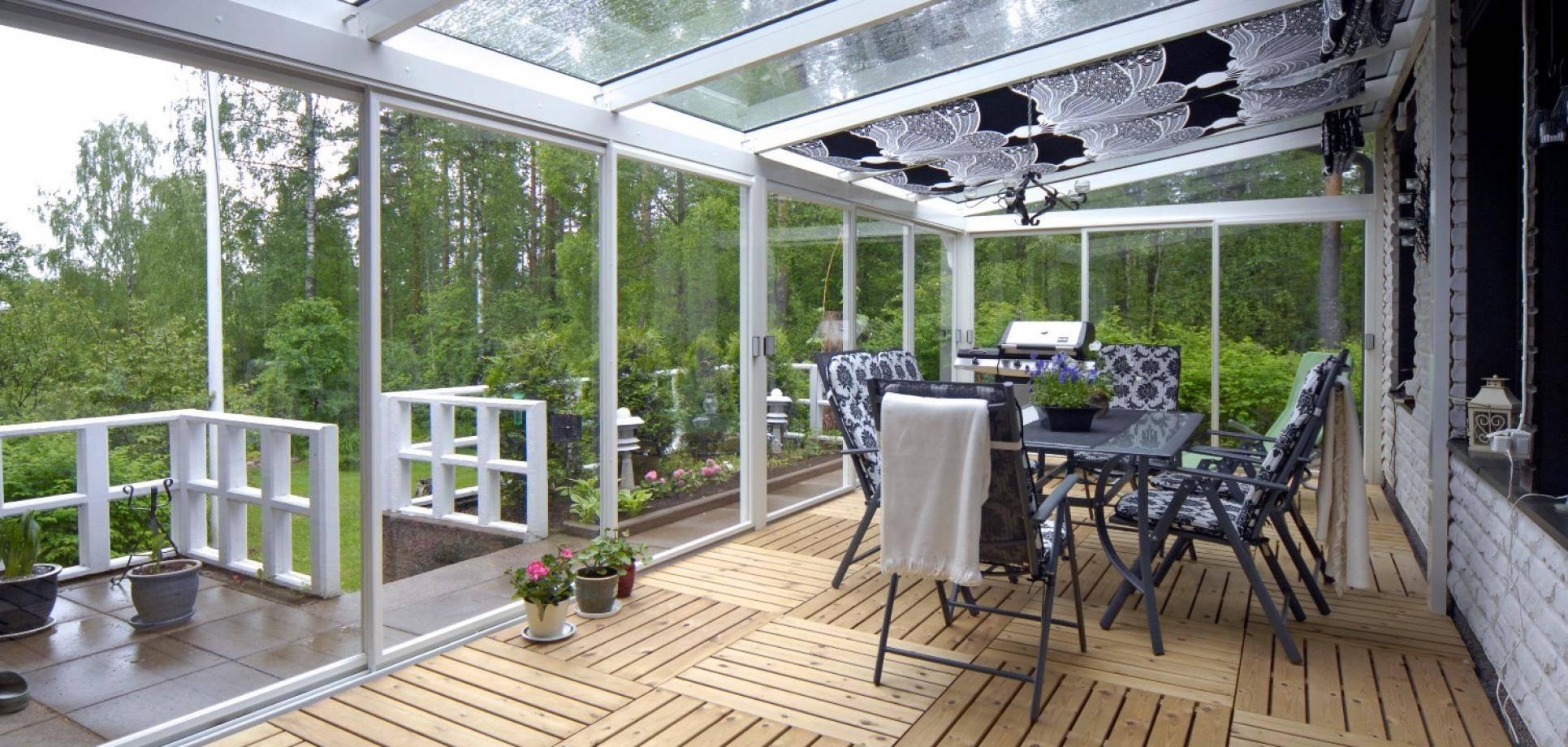 Остекление веранды и террасы: в деревянном доме, на даче, безрамное, с раздвижными конструкциями, с алюминиевым профилем