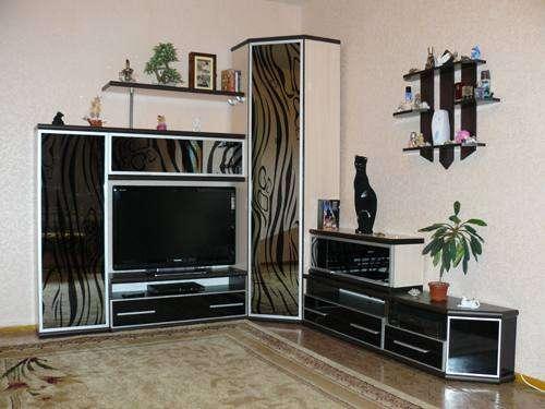 Современные стенки в гостиную: виды, выбор и варианты в интерьере