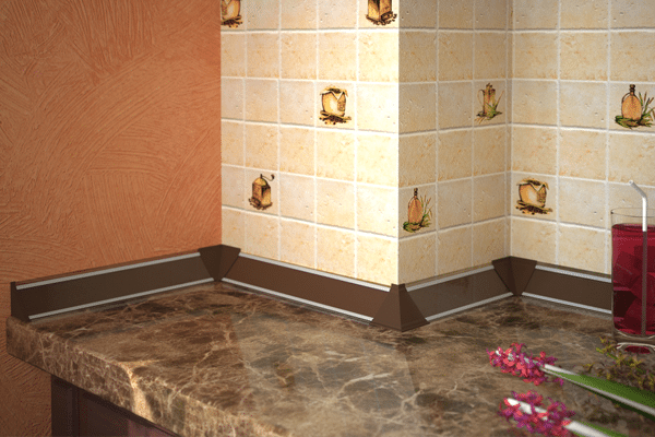 Плинтус для столешницы на кухне (32 фото): кухонные бордюры с уголками и их размеры, алюминиевые и керамические плинтуса, монтаж пристеночных бортиков на кромку