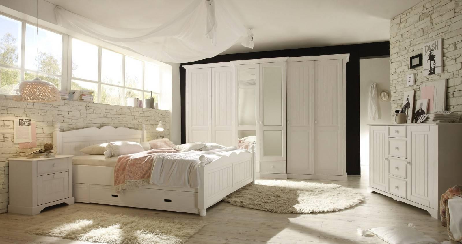 Классические двухъярусные кровати из дерева