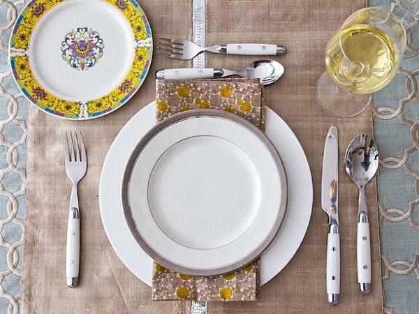 Сервировка стола к новому году, дню рождению, на двоих, к завтраку, ужину