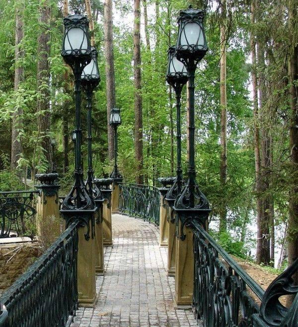 Уличное освещение (91 фото): наружные системы иллюминации для загородного дома, ландшафтные светильники и прожекторы для дорожек и фасадов