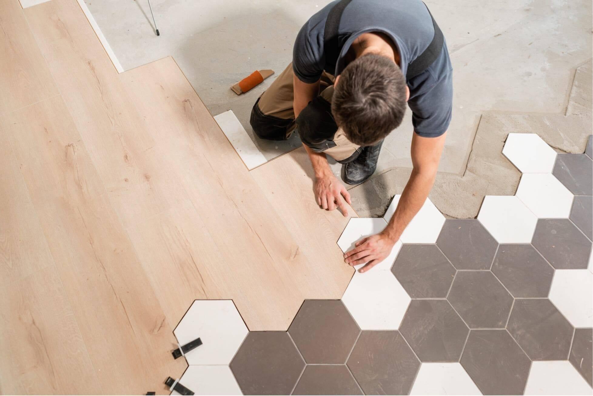 Дизайн прихожей с комбинированием плитки и ламината