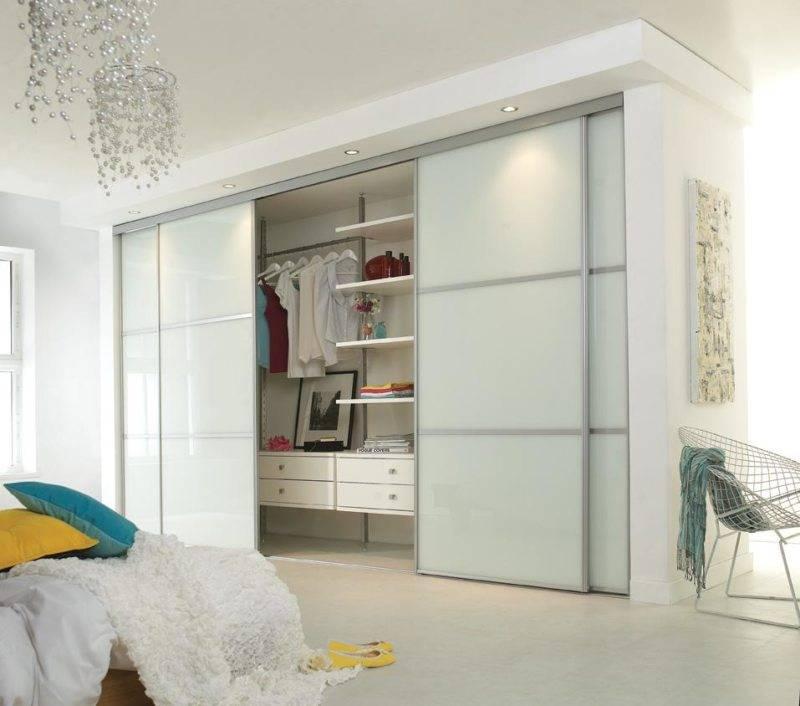 Маленькая гардеробная комната ввашем доме— 45 стильных фото