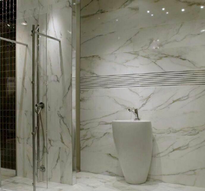 Мраморная ванная комната, утонченный интерьер с фото