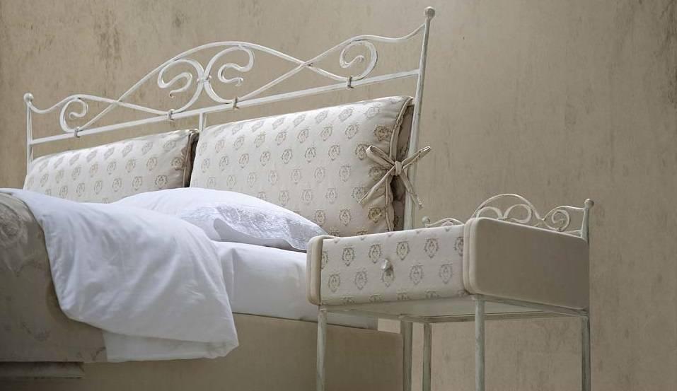 Прикроватные тумбочки для спальни (49 фото): белые тумбы, делаем своими руками, стильные подвесные, угловые и узкие, современные на ножках