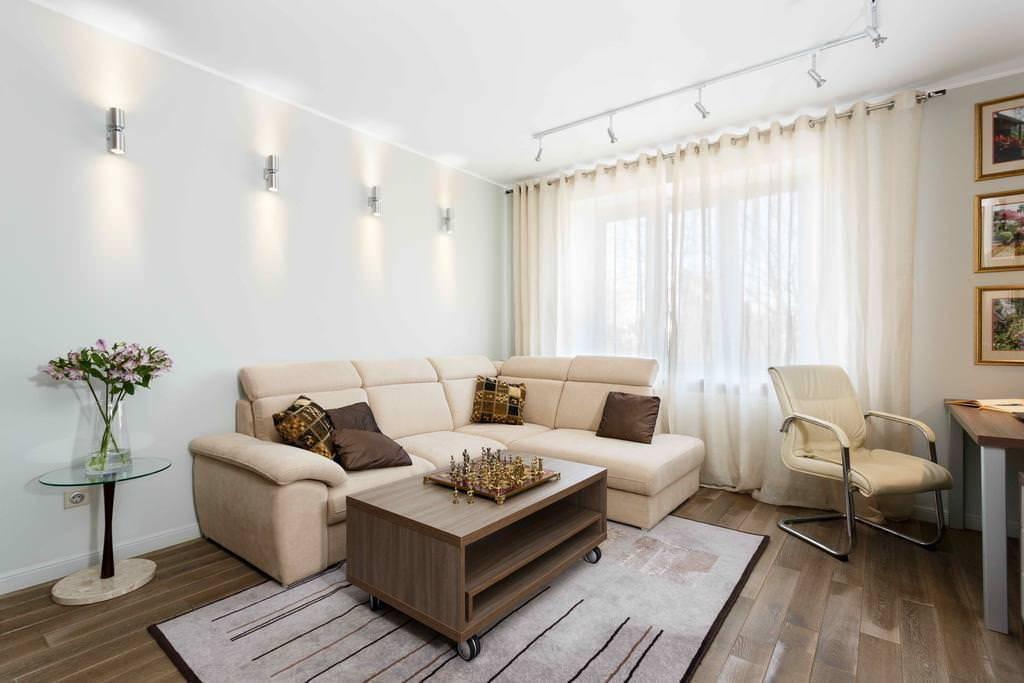 Варианты оформления потолка из гипсокартона в зале частного дома: 51 фото