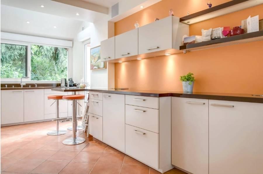 Какие оттенки гармонируют с персиковым цветом стен: фото интерьеров