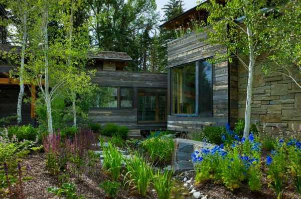 Как украсить двор частного дома из ненужных вещей своими руками