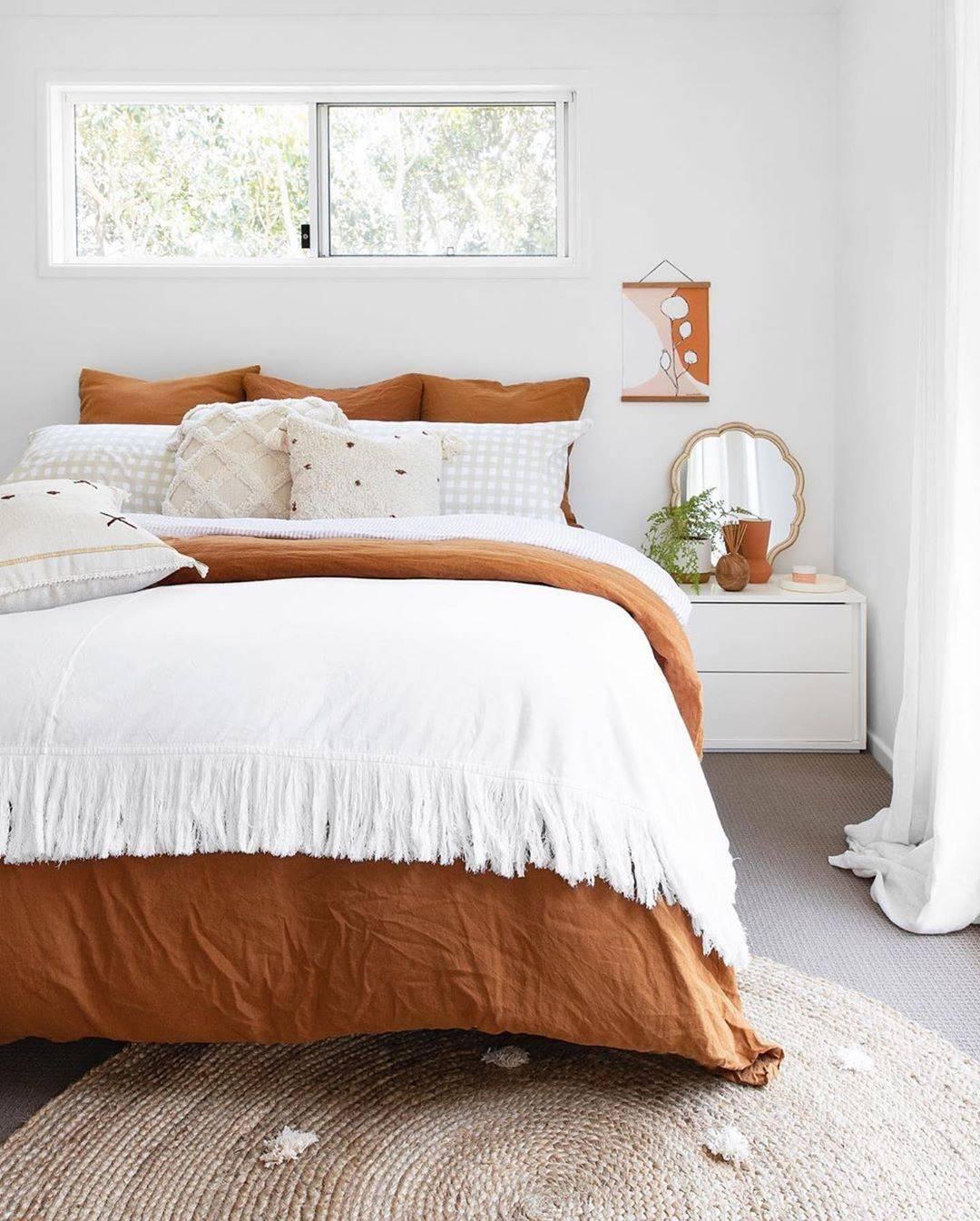 Комбинированные обои в спальне: дизайн, 70 фото с примерами комбинированной отделки стен